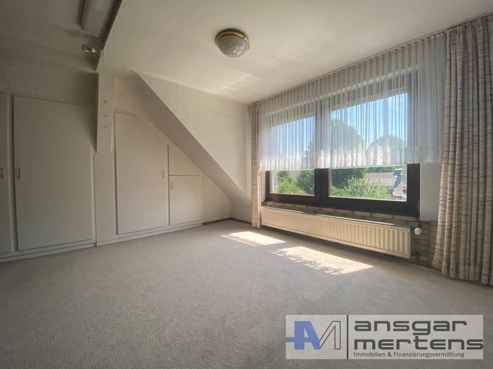 Zimmer II Mansardenwohnung