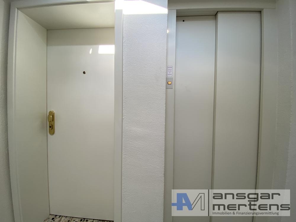 Wohnungstür-/Aufzug